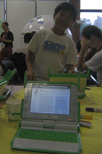 Towards a new literacy for the online World: Wiki Creole website running on a OLPC at the Wikimania 2007 in Taipei